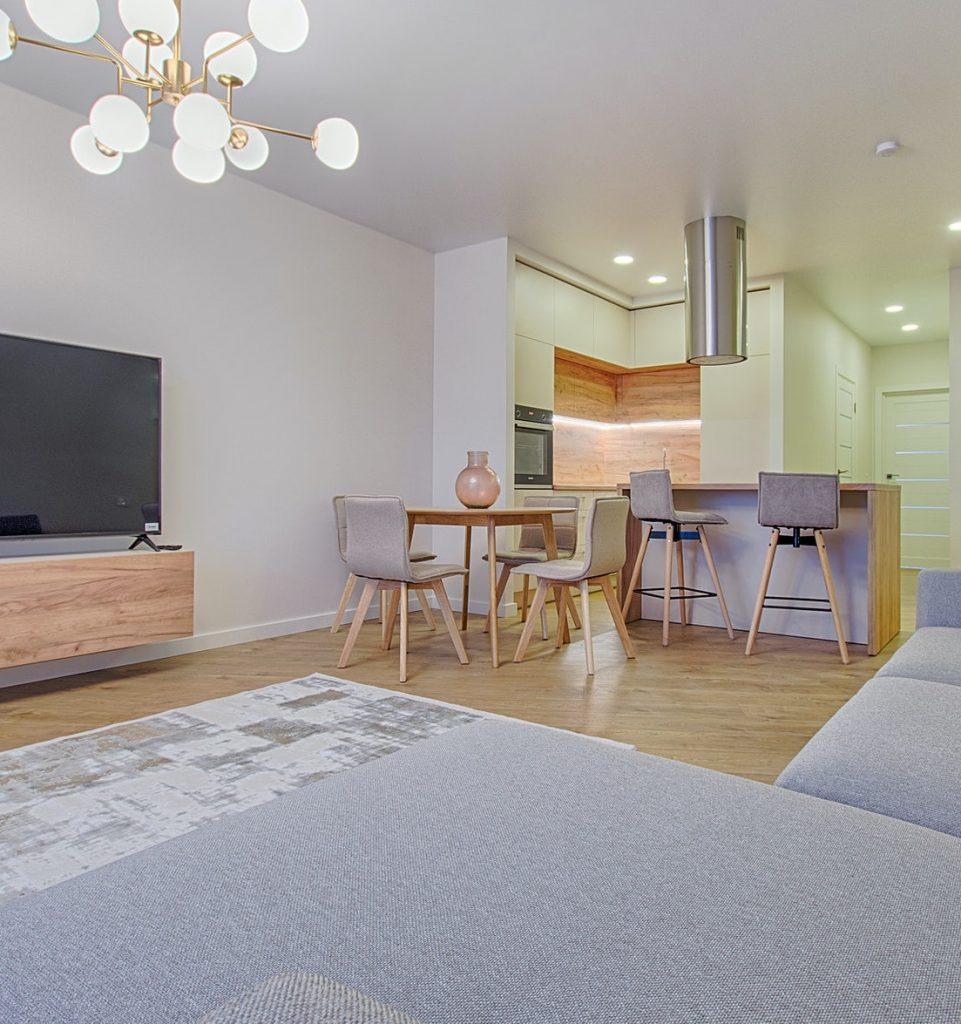 Wohn- und Esszimmer mit Laminat