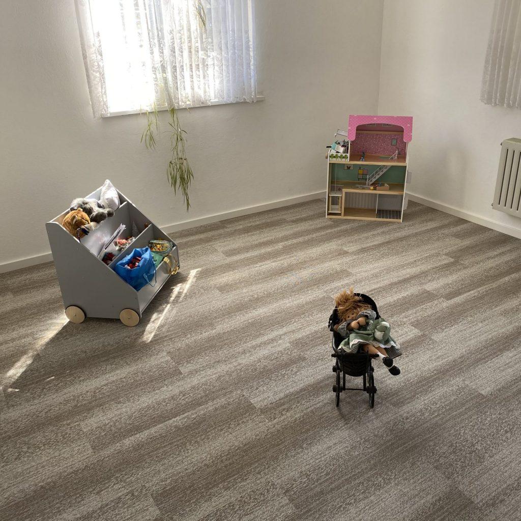 Teppichfliesen im Gästezimmer